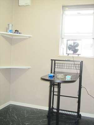 専用の喫煙室を完備することで分煙に配慮しております。