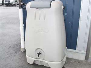 災害時の水不足にも対応できるよう雨水貯水タンクを完備しております。