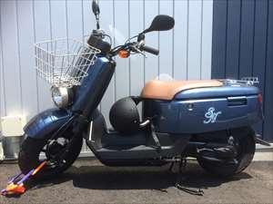 スタッフの『ちょっとお出掛け』に自由に使用できる原付バイク(ヘルメット付)・自転車も完備しております。